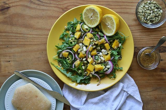 Gut essen und Abnehmen z.B Mango Salat